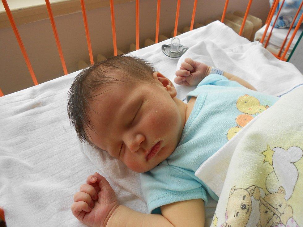PAVEL Vitiska se narodil 29. května Lucii a Patrikovi z Mladé Boleslavi. Vážil 4,41 kilogramů a měřil 54 centimetrů