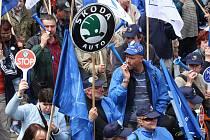 Stovky zaměstnanců Škody Auto z Mladé Boleslavi, Kvasin a Vrchlabí se zúčastnily sobotní euro demonstrace v Praze proti dopadům finanční krize a jejímu zneužívání v neprospěch zaměstnanců.