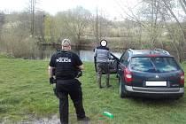 Polák na Velký pátek umýval auto v Jizeře.