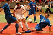 První utkání čtvrtfinále play-off mezi futsalisty boleslavského Selpu a SK Kladno bylo nelítostným bojem.