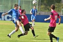 FK Králův Dvůr (v modrém) - FK Dobrovice 1:0 po PK; 1. kolo ČFL; sobota 8. srpna 2015