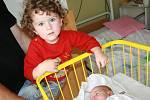 Leničku bude doma pomáhat opatrovat  sestřička Květuška. Holčička se narodila 1. září Květě a Radkovi Rejzkovým z Bakova nad Jizerou. Měřila 49 cm a vážila 2, 96 kg.