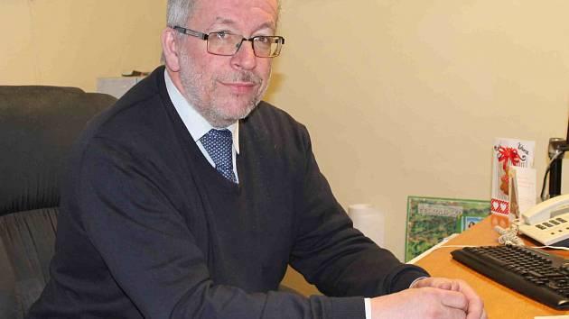 MILAN LOMOZ, starosta Bělé pod Bezdězem, se už v nové kanceláři zabydlel. Jak ale říká, jeho funkce není o kanceláři, ale o setkávání se s lidmi