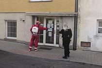 Z kontroly dodržování vládních nařízení, kterou provádějí strážníci v Mladé Boleslavi.