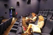 V Boleslavi se do kina davy lidí stále nehrnou