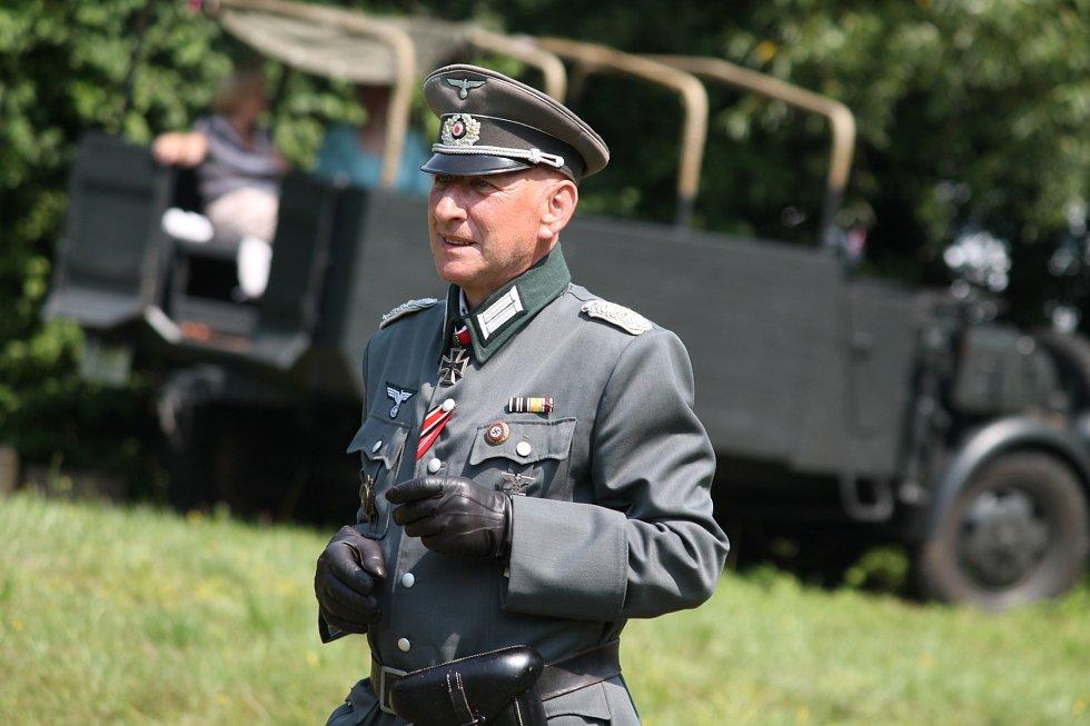 SPVH Sever 2013 připravil pro obyvatele Žerčic bojovou ukázku.