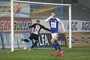 Teplice (ve žlutém) podlehly doma Mladé Boleslavi 0:2. Komličenko slaví gól na 0:2