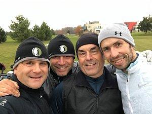 Radek Štěpánek (vpravo) na golfu.