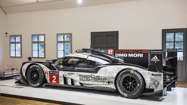 Z výstavy Krása 24h Le Mans v Rodném domě Ferdinanda Porsche