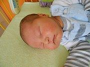 Jonáš Krčmář se narodil 15. března, vážil 3,87 kg a měřil 52 cm. Maminka Ivana a tatínek Aleš si ho odvezou domů do Úhelnice.