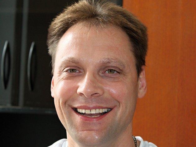 Adam Dominik Volf z Bezna je jedním z devíti kandidátů na titul Gayman Česko Slovenska. Můžete pro něj hlasovat i vy.