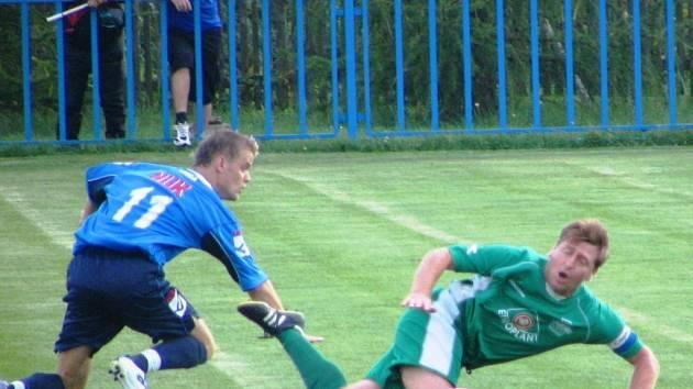 David Boško (vlevo) v souboji s Jaroslavem Semeckým