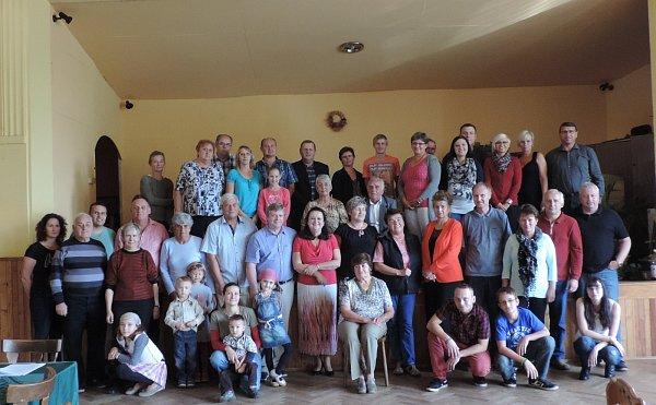 Příbuzných se do restaurace Jizera vNové Vsi uBakova sjelo na padesát
