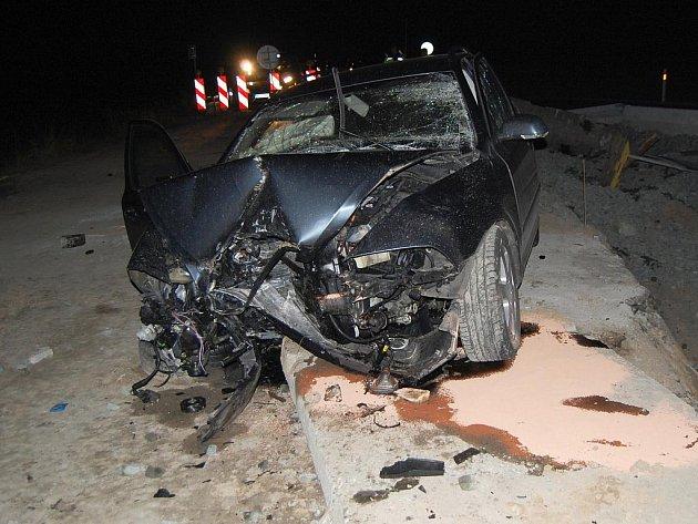 Vážná nehoda u opravovaného mostu u Bratronic.