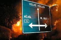 Požár stohu nedaleko Chotětova zřejmě způsobil žhář.
