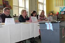 Z volební místnosti na 1. základní škole v Mladé Boleslavi.