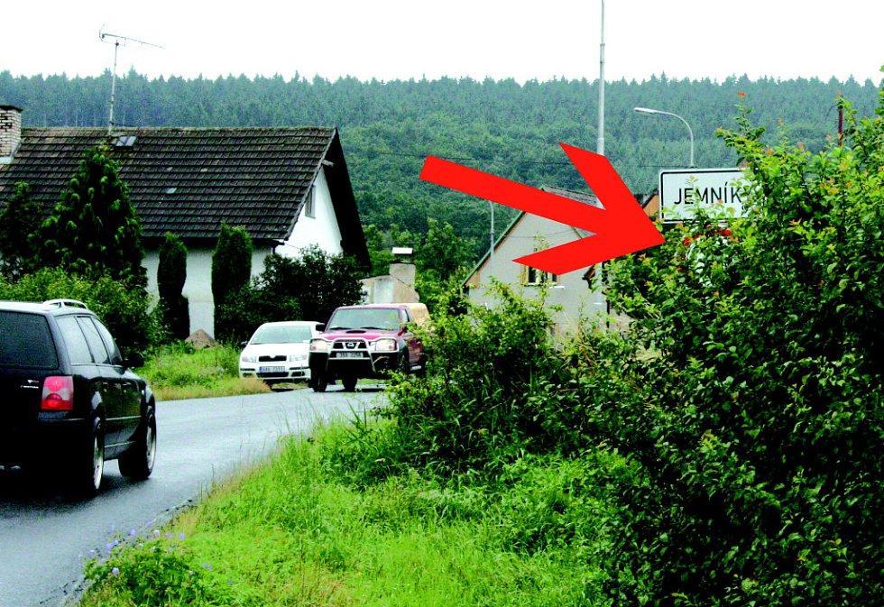 Řidiči spatří omezení rychlosti v Jemníkách až na poslední chvíli.