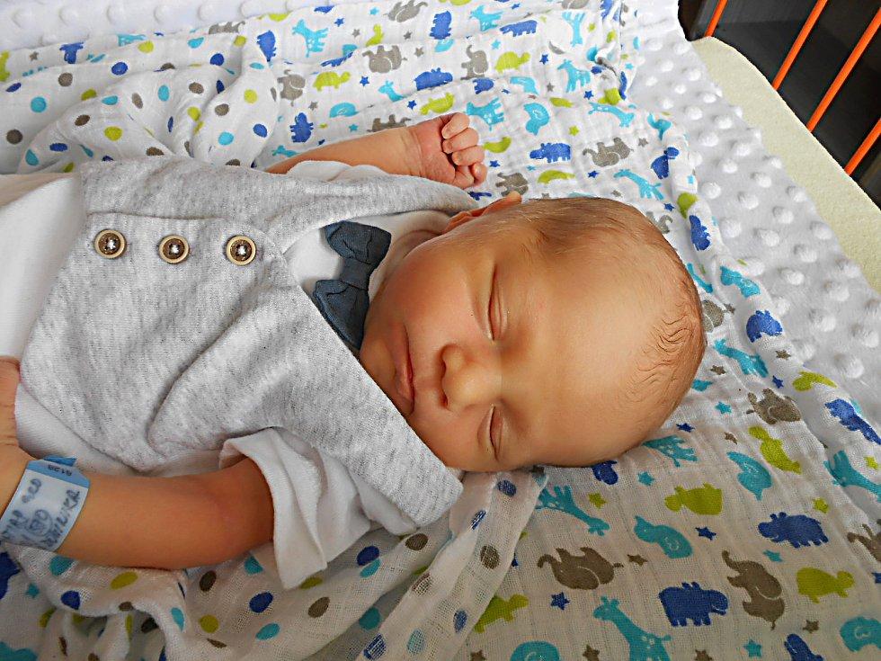 Matias Korselt se narodil 18. června, vážil 3,06 kg a měřil 50 cm. S maminkou Dominikou a tatínkem Matějem bude bydlet v Mnichově Hradišti.