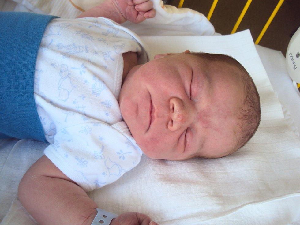 VOJTĚCH Jurička se narodil 19. srpna, vážil 4,48 kilogramů a měřil 54 centimetrů. Doma v Bělé pod Bezdězem se na něho těší bráška Matyáš.