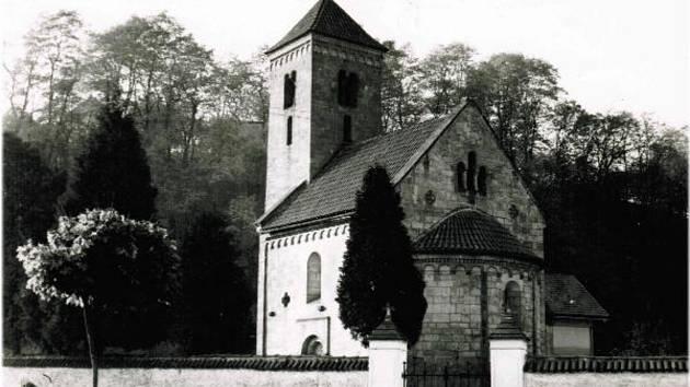Kostel Nanebevzetí Panny Marie v roce 1969.