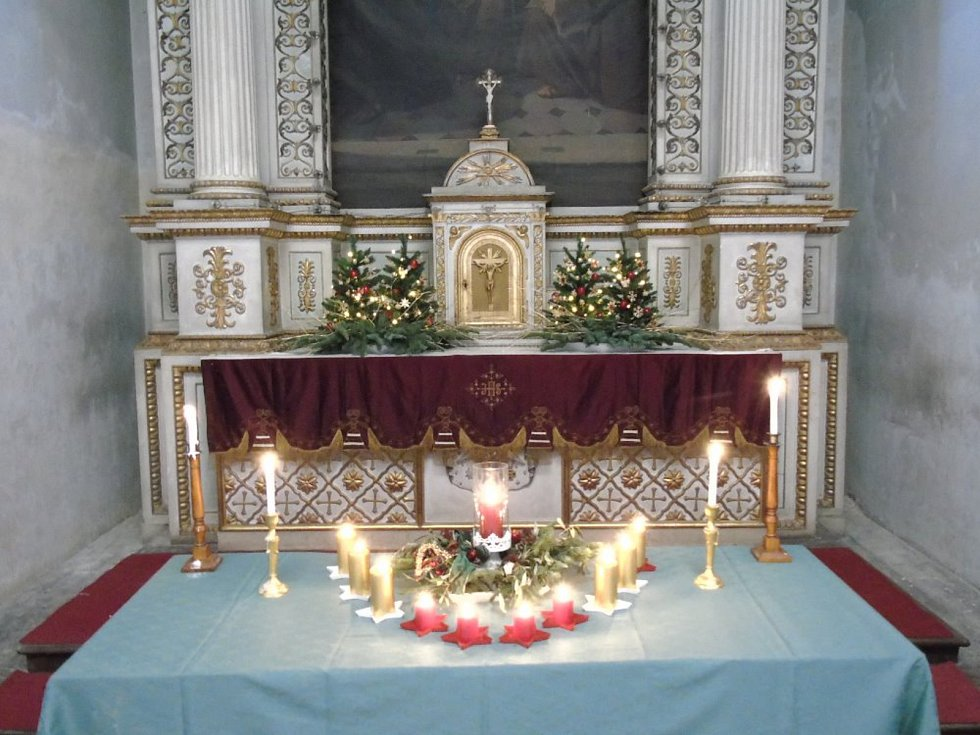 Kněžmost opravil a vystavuje historický betlém
