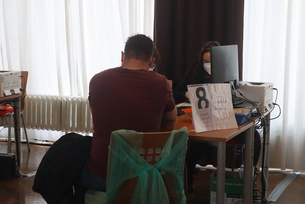 V pondělí bylo očkovací centrum v Mladé Boleslavi o mnoho prázdnější než ve čtvrtek
