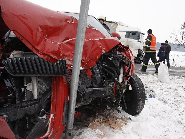 Senior nedal přednost kamionu u Bezděčína