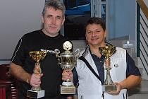 Vítězná dvojice Sportovního dne podnikatelů v tenise Josef Hurta – Miroslav Hlubuček.