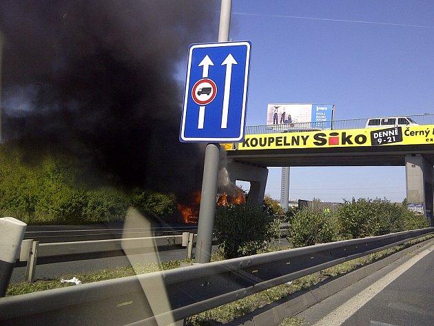 Hořící auto na Jižní spojce