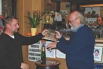 Křest knihy proběhl v autorově oblíbené hospůdce. Křtil syn Martin Neuman a nakladatel Bořivoj Kleník.