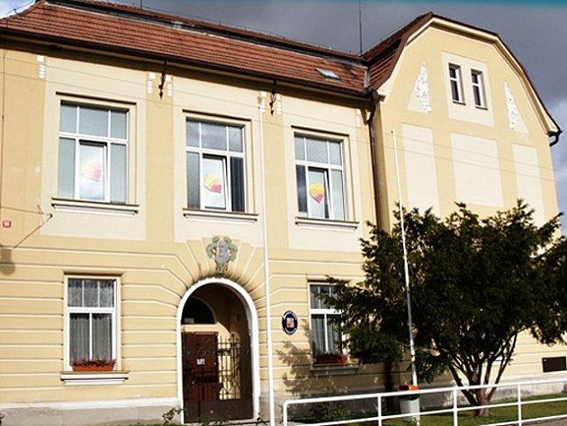 Základní škola a mateřská škola v Sojovicích.