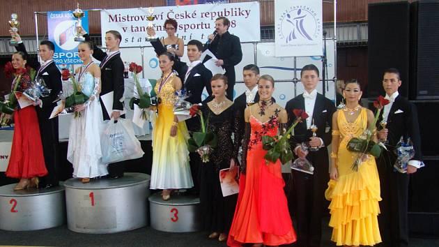 David Helikar s Pavlou Zajícovou a Vít Domorád s Aničkou Tobiášovou z Tanečního klubu Rytmus Bakov se umístili na Mistrovství České republiky ve standardních tancích shodně na pátém místě.