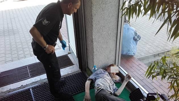 Nemohoucí bezdomovec
