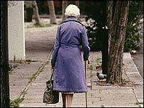 Ilustrační foto lehkomyslné seniorky.