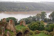 Pohled na Jizeru z věže Zvířetické zříceniny.