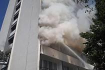 Požár v bytě ve druhém patře desetipatrového panelového domu v Mladé Boleslavi.