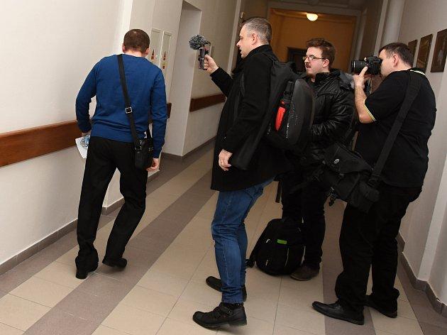 U Okresního soudu v Mladé Boleslavi pokračovalo ve čtvrtek hlavní líčení v kauze strážníků, kteří čelí obžalobě z trýznění bezdomovců.