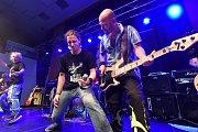 Kapely Telegraf rock a Benefit patří k veteránům naší rockové scény.