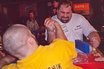 František Živný i přes zdravotní potíže kosí své soupeře na prestižních turnajích v přetláčení rukou.