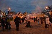 Mladá Boleslav - Adventní trhy s historicky největší světelnou výzdobou a ruským kolem začaly v Mladé Boleslavi v pátek odpoledne.