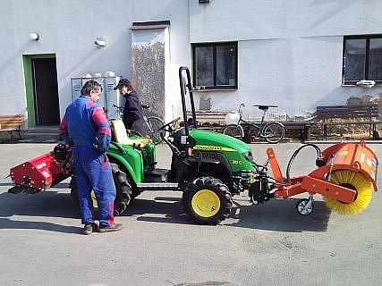 Nový pomocník při úklidu v Bakově nad Jizerou.