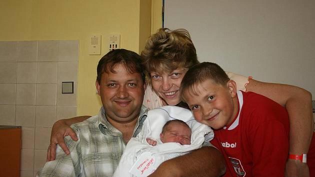 Do rodiny manželů Dědečkových přibyla 2. srpna k synovi Davidovi  ještě dcera Michaela. Vážila 3,39 kg a měřila 49 cm.