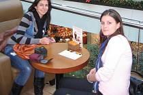 Slovenské studentky Nikola Oravcová a Štefánia Matisová (vpravo)