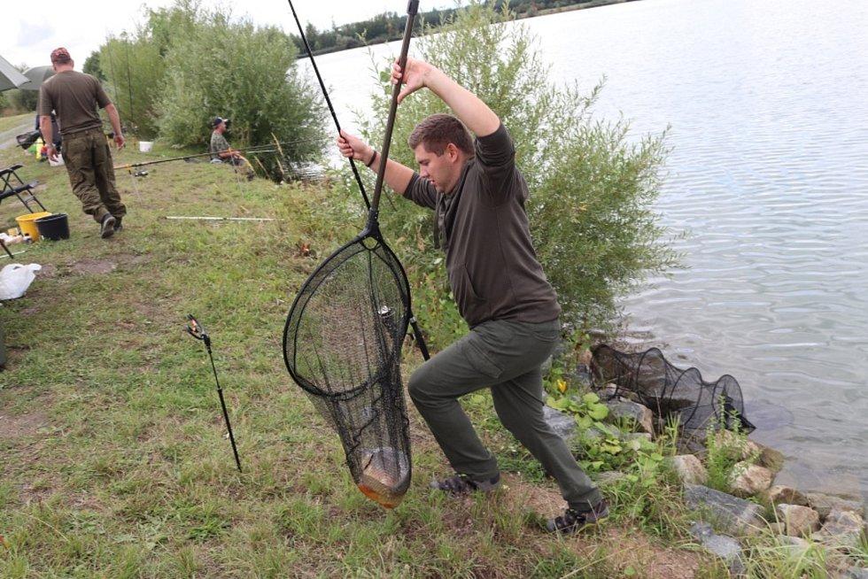 Na pískovně u Pískové Lhoty se konaly rybářské závody O pohár předsedy Středočeského územního svazu.