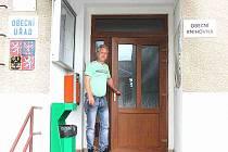 STAROSTA SMILOVIC Jaroslav Zaplatílek by si přál, aby obec splatila úvěr a získala dotaci na komunikace.