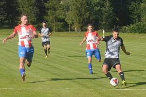 Fotbalisté Bakova (v červeném) o víkendu odehráli zatím nejpovedenější představení letošního podzimu.