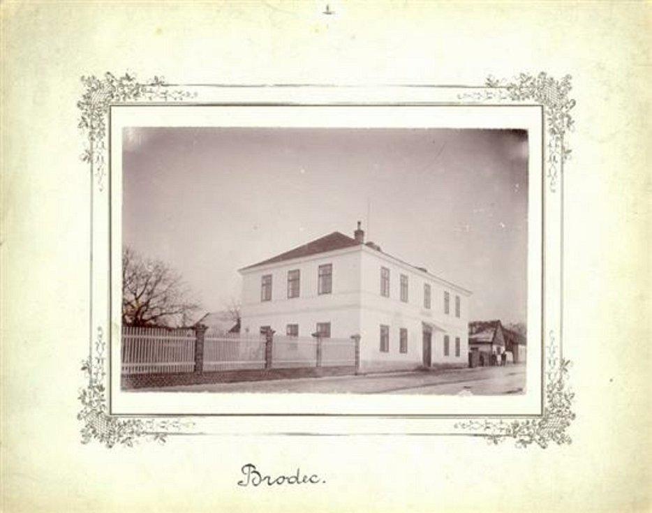 Brodce -  stará škola - dnes již bývalý úřad