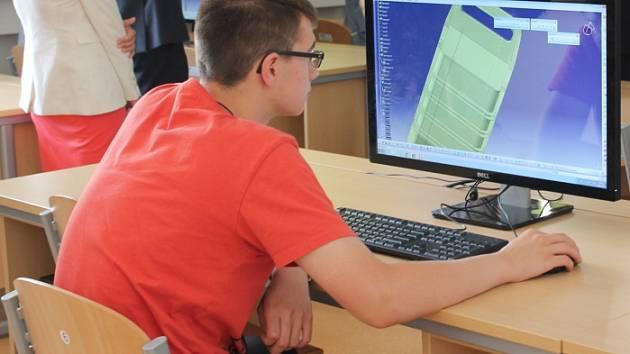 Díky penězům, které škola získala, mohou studenti na boleslavské průmyslovce pracovat s nejmodernějšími technologiemi
