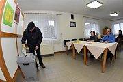 Druhé kolo prezidentských voleb v obci Kolomuty u Mladé Boleslavi.