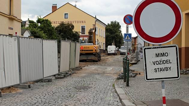 Pohled do Boleslavské ulice z Mírového náměstí.